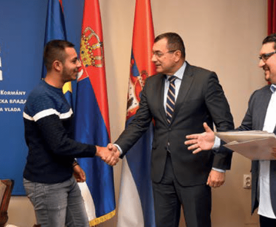 Потписани уговори о стипендирању студената ромске националности